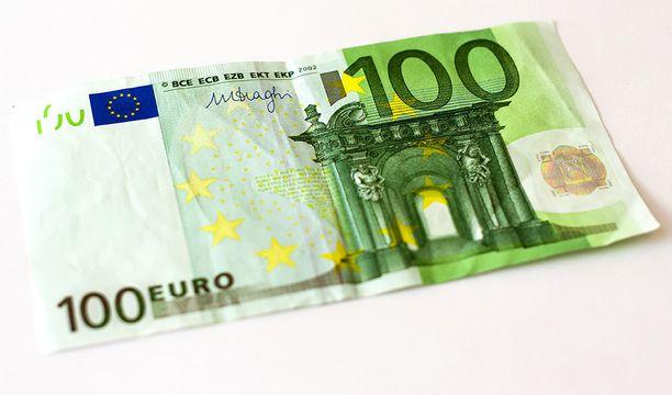 Turussa on liikkeellä väärennettyjä 100 euron seteleitä. Kuvituskuva.