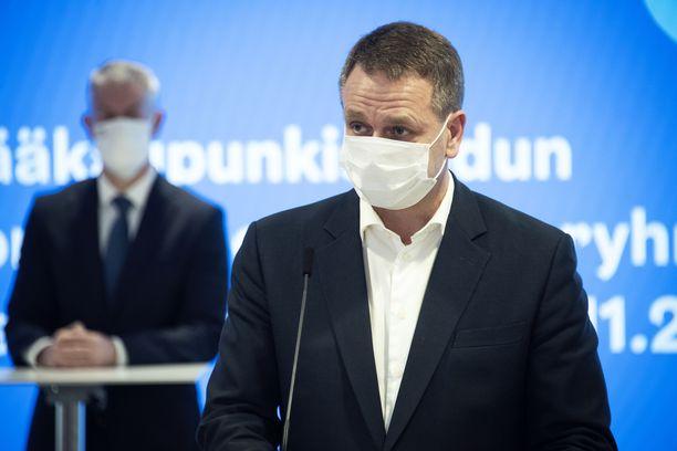 Rajoituksista kerrottiin pormestari Jan Vapaavuoren johdolla.