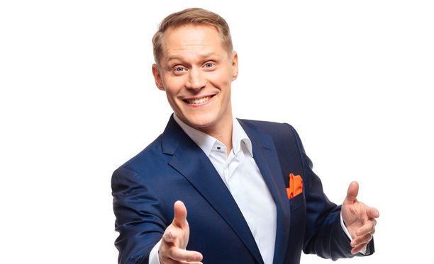 Jarkko Tammisen Stars Show XXL -esityksessä imitoidaan 40 laulajaa ja 70 puhehahmoa.