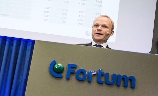 Fortumin toimitusjohtaja Pekka Lundmark muistuttaa, että 100-prosenttista sitoumusta E.ONin myydä osakkeet juuri Fortumille ei ole tehty.