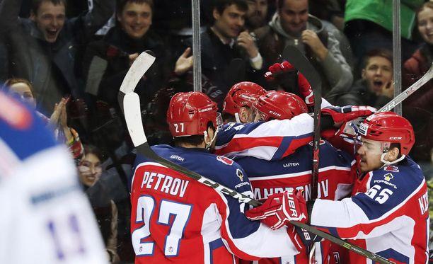 Moskovan ZSKA pääsi juhlimaan 2-1-voittoa Pietarin SKA:sta kotiyleisönsä edessä.