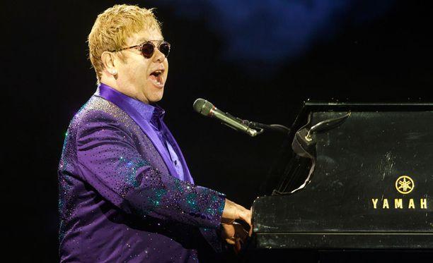 Lauantaina ja maanantaina Venäjällä konsertoiva brittimuusikko sir Elton John on jo vuosien ajan puolustanut seksuaali- ja sukupuolivähemmistöjen oikeuksia.