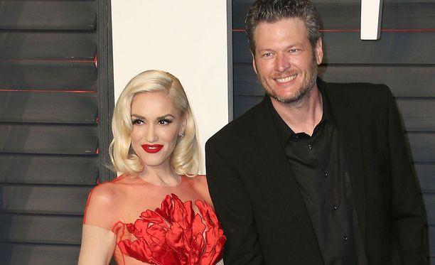 Gwen Stefani on tunnettu yhdysvaltalainen laulaja. Blake Shelton on myös laulaja ja televisiopersoona.