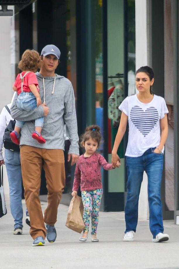Ashton Kutcherilla ja Mila Kunisilla on kaksi lasta.