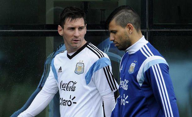 Lionel Messi (vasemmalla) ja Sergio Agüero ovat osa MM-kisojen nimekkäintä hyökkäyskalustoa.