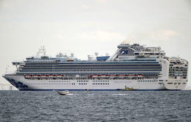 Diamond Princess -risteilijä on ankkuroituna Yokohaman sataman edustalla Japanissa.