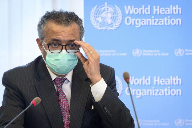 WHO:n johtaja arvostelee monia maita liian kevyestä suhtautumisesta koronavirukseen.