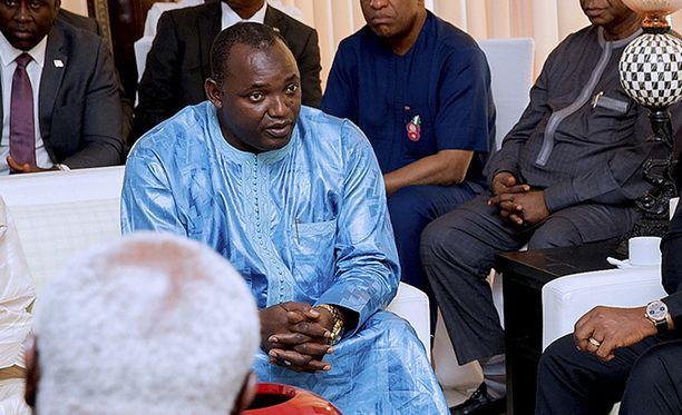 Gambian presidentiksi valitun Adama Barrown poika kuoli koiran puremaan.
