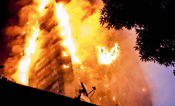 Aamuyöllä alkanut palo tuhosi talon käytännössä kokonaan.