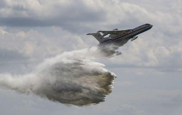 Berijev Be-200 -amfibiolentokone Moskovan lentonäytöksessä viime heinäkuussa.