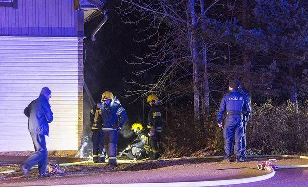 Kaakkois-Suomen poliisi tutkii, saivatko liekit alkunsa ihmisen toiminnasta.