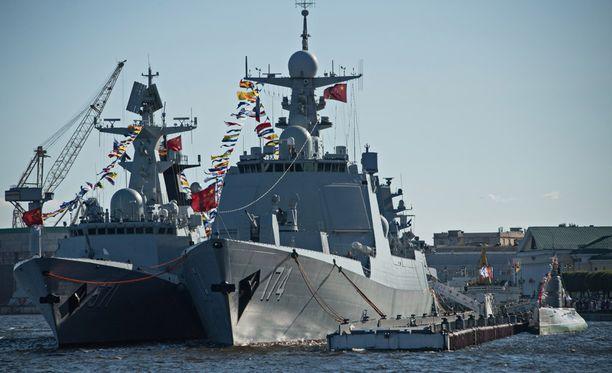 Viime viikonloppuna samoja laivoja oli Pietarissa laivastoparaatissa.