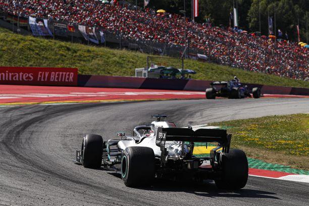 Hamilton sijoittui Itävallassa viidenneksi, mutta johtaa yhä MM-sarjaa roimalla erolla ennen Valtteri Bottasta.