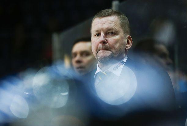 58-vuotias valmentajakonkari Kari Heikkilä sai Kazakstanissa potkut yhdeksän ottelun jälkeen. Saryarka Karaganda voitti niistä kolme.