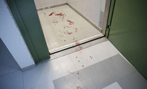 Tapahtumapaikalla oli runsaasti verijälkiä.