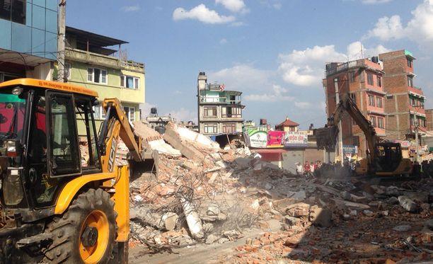 Moni rakennus oli sortumavaarassa huhtikuisen jättijäristyksen jäljiltä.