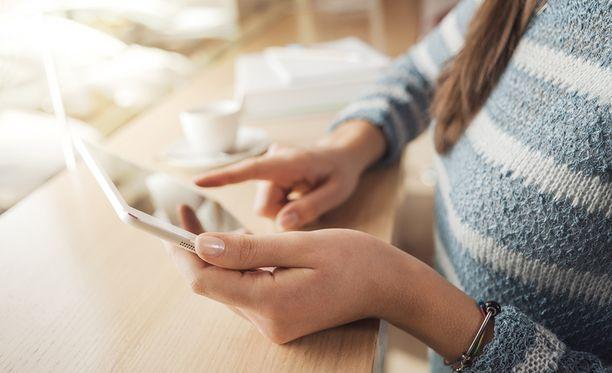 Vanhempien ei kannata olla niinkään huolissaan sosiaalisen median käytöstä, vaan nuoresta, jos vanhempi huomaa jotakin poikkeuksellista tämän käytöksessä.