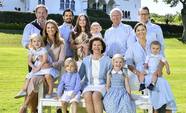 Tämä kuva kuningasperheestä on viime kesältä.