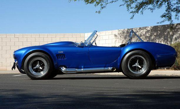 Tämä Shelby Cobra, jonka omisti Carroll Shelby, myytiin vuonna 2007 viidellä ja puolella miljoonalla dollarilla huutokaupassa Arizonassa. Kuinkakohan paljon CSX 2000 tulee maksamaan?