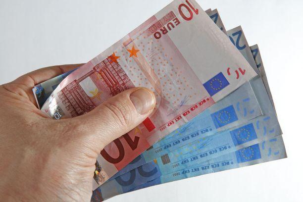 Useista eri yhtiöistä otetuttuja lainoja oli yhteensä yli 9 000 euron edestä.