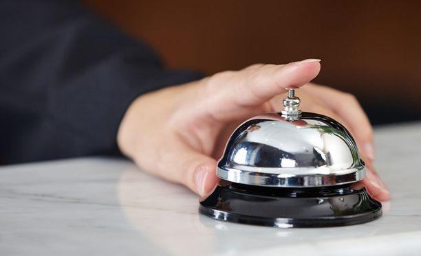 Kiinteistöliiton apulaispäälakimies Kristel Pynnönen sanoo, että esimerkiksi Airbnb-toiminta voidaan katsoa majoittamiseksi, jos vuokraamiseen liittyy huonepalvelua.