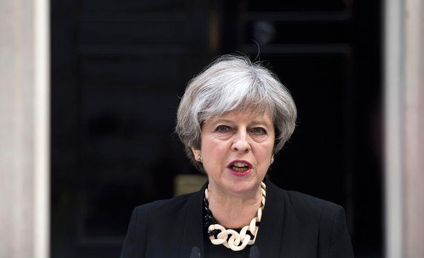 Pääministeri Theresa May tuomitsee jyrkästi viimeöiset iskut.