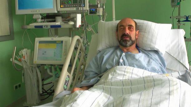 Tutkija lähetti videoterveiset sairaalasängystä. Vammat ovat aiheuttaneet hänelle puhe- ja motorisia vaikeuksia.