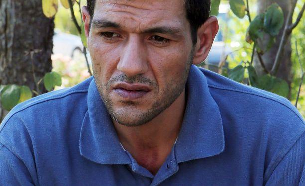 Abdullah Kurdi, 40, hautaa perheensä, kaksi lasta ja vaimonsa.
