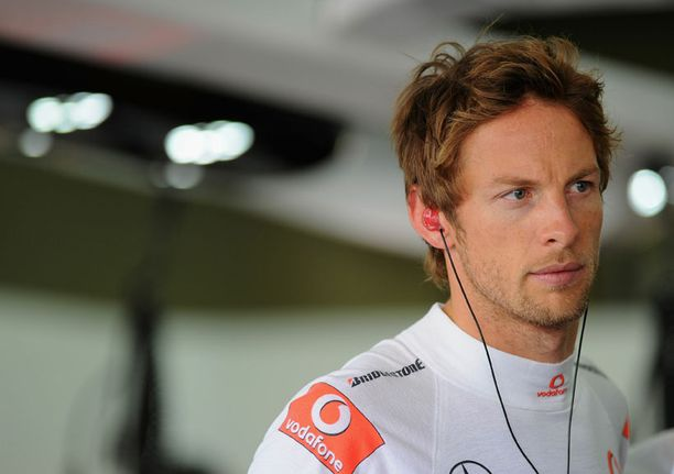 Jenson Button joutui vaaraan Brasilian Sao Paulossa.