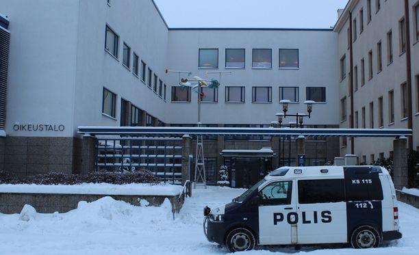 Jyväskylän kirjastopuukotuksen oikeudenkäynti on käynnissä Keski-Suomen käräjäoikeudessa.