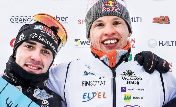 Ristomatti Hakola (vas.) ja Iivo Niskanen ovat kavereita. Suunsoitto kuuluu asiaan.