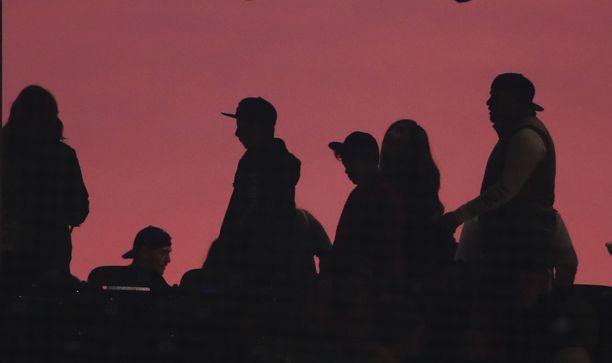 Kannattajien siluetti Wrigley Field -stadionilla.