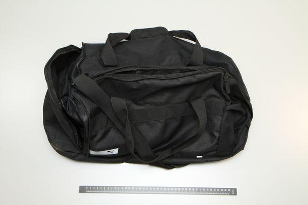Poliisi julkaisi kuvan laukusta, jonka sisällä oli useita kiloja amfetamiinia.