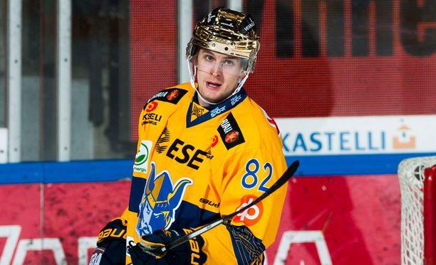 Henrik Koivisto kantoi Jukurien kultakypärää aiemmin tällä kaudella.