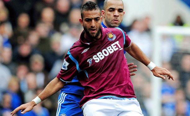 Tältä Mido näytti West Hamin paidassa vuonna 2010.