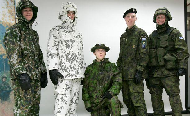Puolustusvoimien maastopuku M/05 on käynyt kaikille suomalaisille viime vuosina tutuksi, sillä se on toimii kustannussyistä myös varusmiesten loma-asuna.