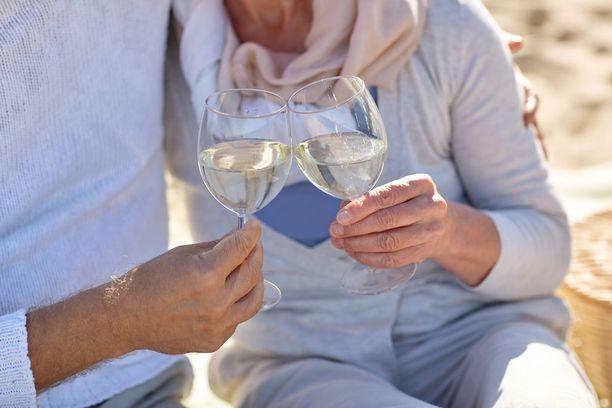 Viime vuosina eläkkeellä olevien naisten alkoholinkulutus on kasvanut. Moni IL:n lukija kuitenkin kertoo kuitenkin vähentäneensä alkoholinkäyttöä iän myötä. Tilalle on tullut muun muassa liikunta ja lastenlapset.