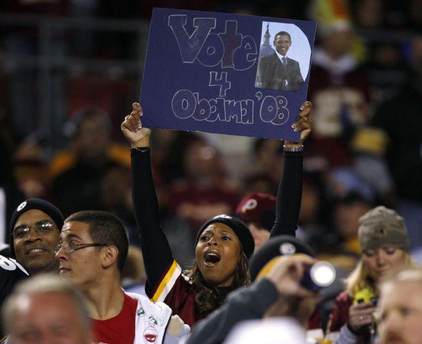 NFL-joukkue Washington Redskinsin fani hurrasi Barack Obaman puolesta.