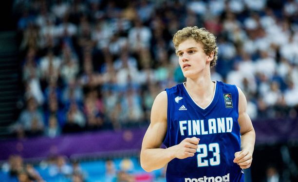 Lauri Markkanen taituroi Ranskaa vastaan 22 pistettä.