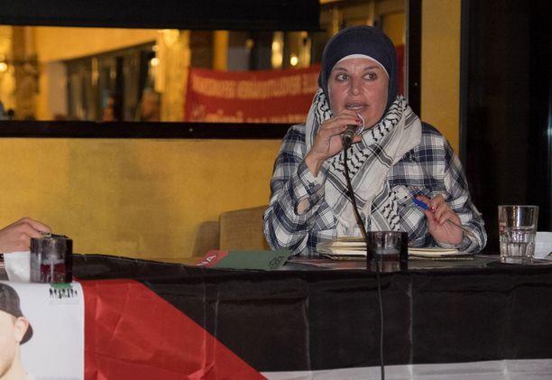 Manal Tamimi kertoi kokemuksistaan Berliinissä keskiviikkona järjestetyssä keskustelutilaisuudessa.