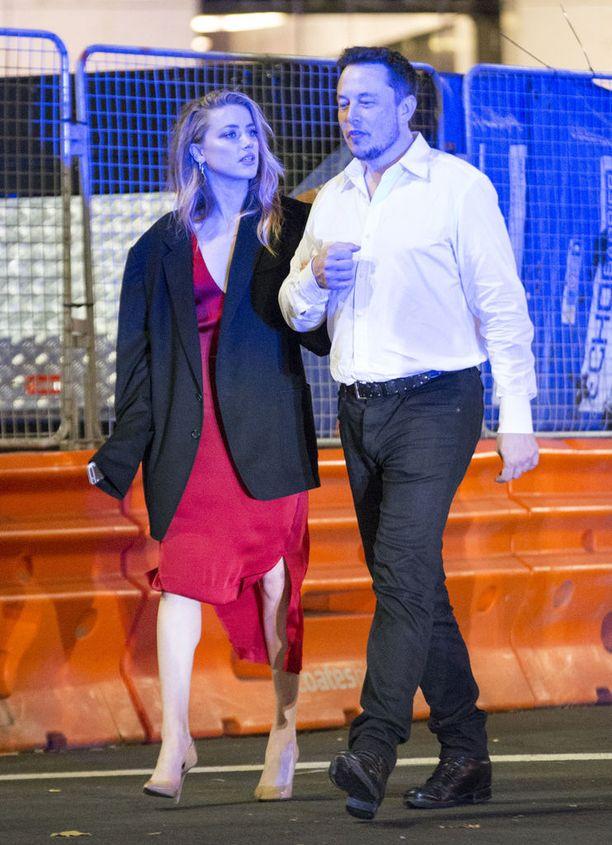 31-vuotias Amber Heard alkoi seurustella Muskin kanssa erottuaan Johnny Deppistä. Ero oli myrskyisä.