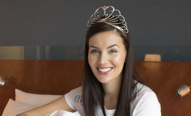 Michaela ensimmäisenä aamuna Miss Suomeksi kruunaamisensa jälkeen.