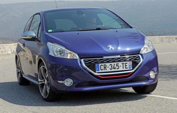 Peugeot 208 taistelee Euroopan ranskankielisten suosiosta Renault Clion kanssa.