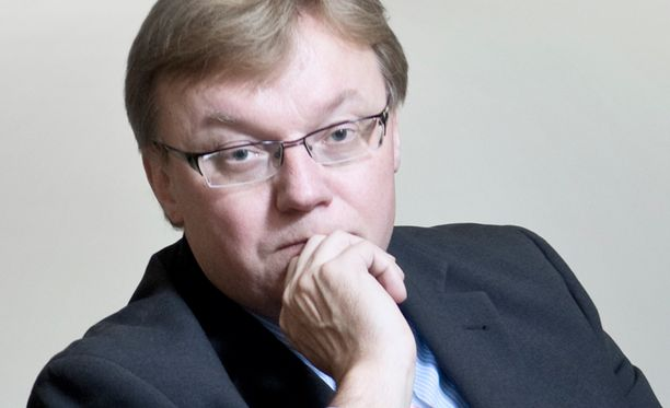 Kuntaliiton toimitusjohtaja Kari-Pekka Mäki-Lohiluoma (kok) pyrkii johtajaksi Kelaan.