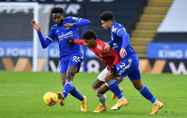 Marcus Rashford teki maalin ja tupeloi kaksi avopaikkaa Leicesterin vieraana.