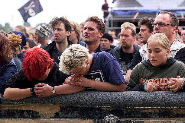 Roskildessa järjestettiin muistotilaisuus vuonna 2000 yhdeksän henkilön kuolemaan johtaneen tragedian jälkeen.