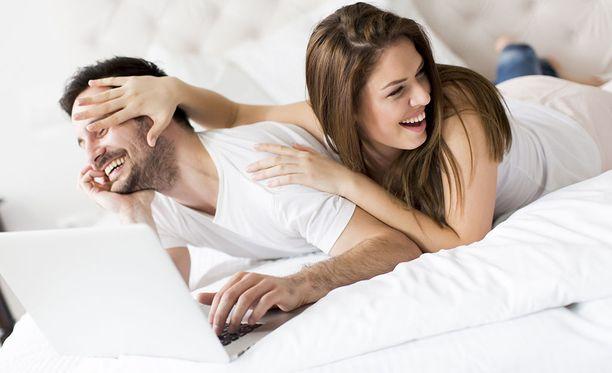 Pohtikaa, voisitteko tuoda pornon tarjoamia fiiliksiä yhteiseen seksielämäänne ilman pornoa. Voisitteko kenties katsoa pornoa yhdessä?