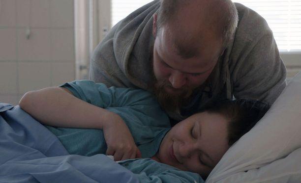 - Milloin uus? kysäisee Jaakko vain minuutteja tyttären syntymän jälkeen.
