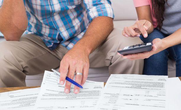 Moni kokee, ettei nykyinen järjestelmä kannusta velkojen asialliseen hoitoon, koska merkinnästä ei pääse eroon vaikka asia olisi hoidettu pois päivänjärjestyksestä.