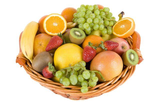 Myös tuoreet hedelmät aiheuttavat happohyökkäyksen, mutta ne ovat kuitenkin karkkeja ja virvoitusjuomia pienempi paha.